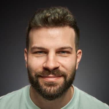 Das Bild zeigt das Gesicht von Yury Ilyaguev (Sales Manager)