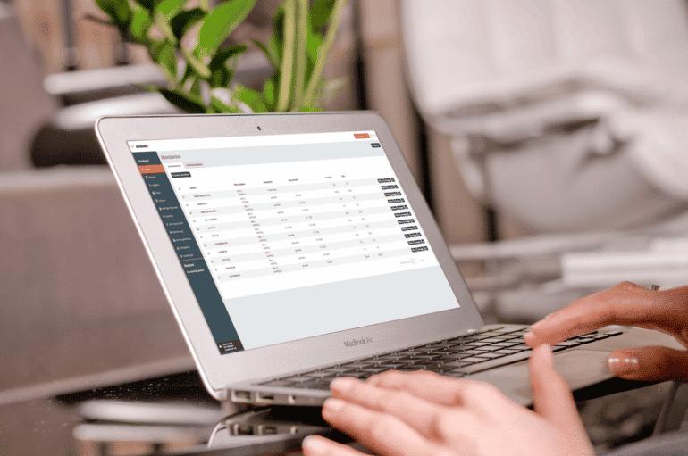 Laptop mit Accounto Lohn und Personalmodul