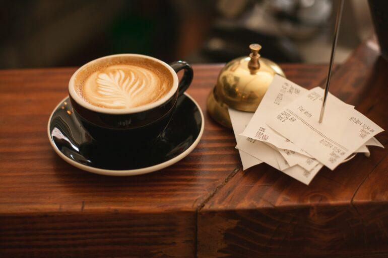 Kaffee mit Kassenbons